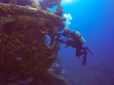 incredible underwater shots of astronauts aquarius reef base neemo